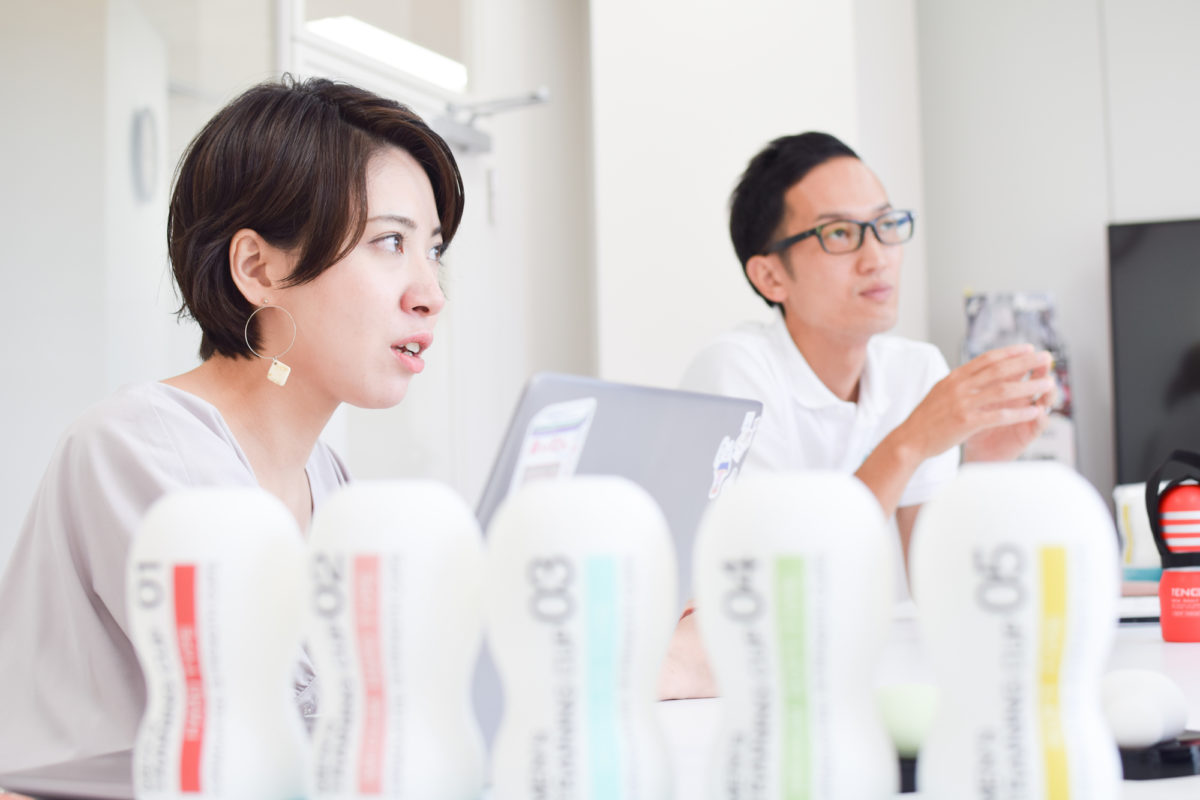 TENGAヘルスケアの取締役佐藤雅信氏と広報の西野芙美さん