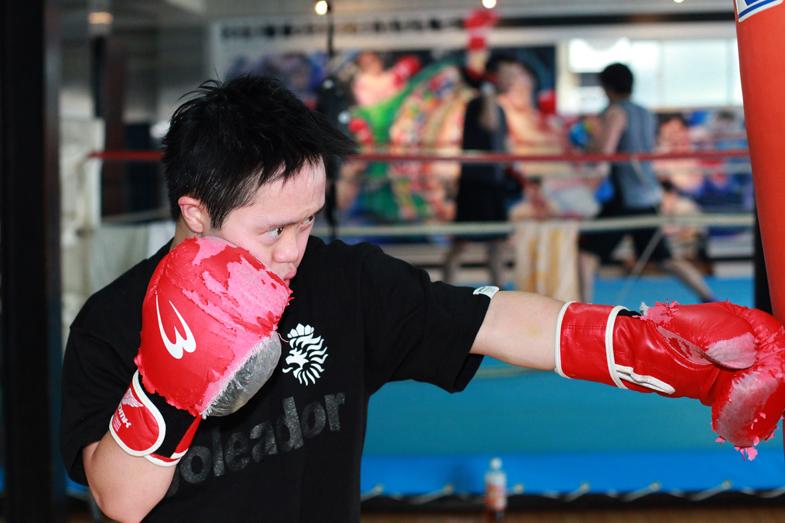 ボクシングをしているあべけん太さん