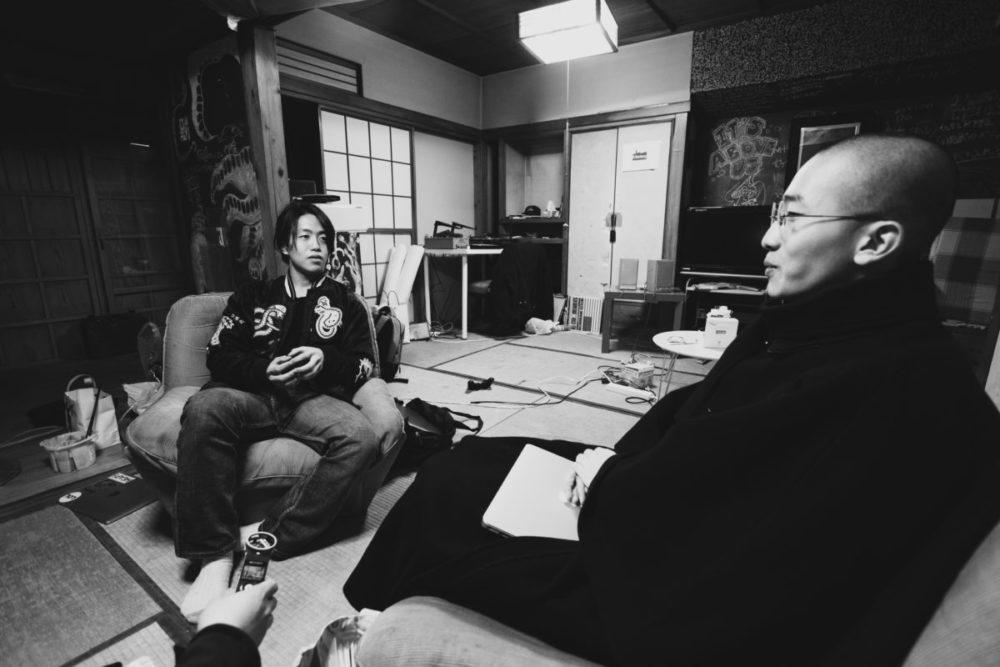 ドキュメンタリー作家久保田徹さんが日本の貧困率について話しているシーン