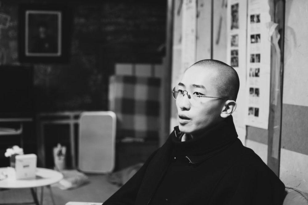 アートは人間の想像力を背負っていると話すアーティストの團上祐志さん