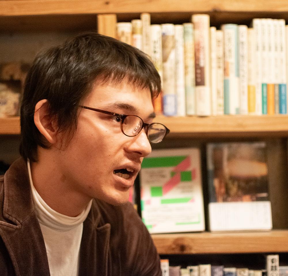 レイシズムについて語る精神科医の阿部大樹さん